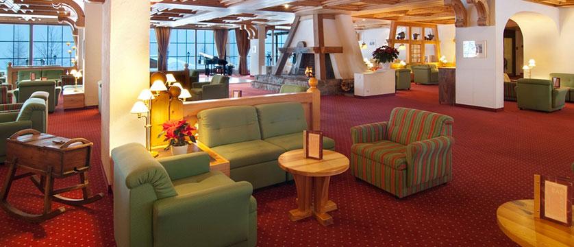 Switzerland_Grindelwald_Hotel_Sunstar_Alpine_lobby.jpg